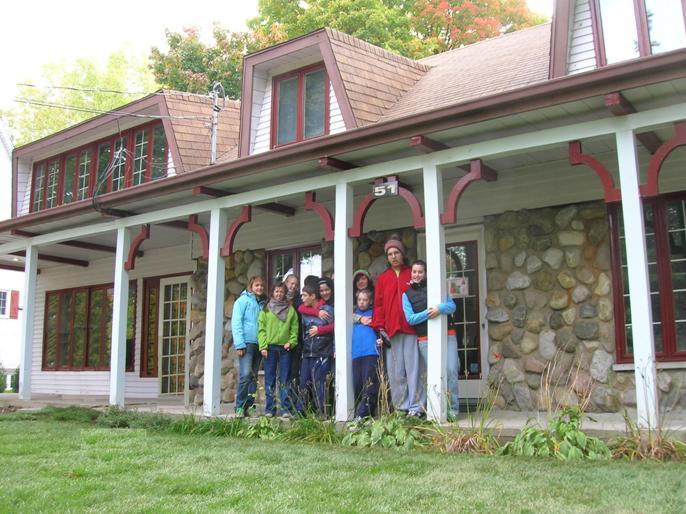 La maison des Répits de Gaby avec quelques enfants autistes et leurs intervenantes